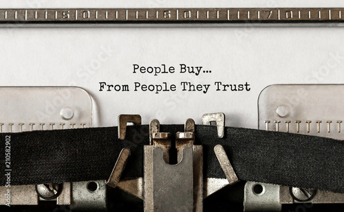 Foto  Text People Buy From People They Trust typed on retro typewriter