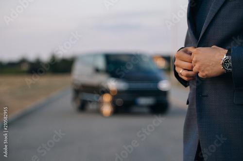 Carta da parati Man in suit stay in front of luxury car minivan