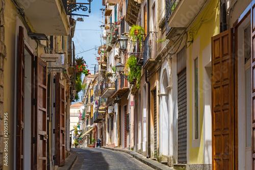 uliczka-rustykalna-o-romantycznym-charakterze