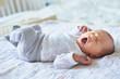 Leinwanddruck Bild - Newborn baby girl yawning