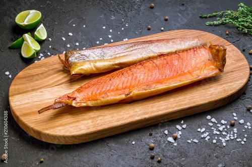 Obraz na płótnie smoked trout on board