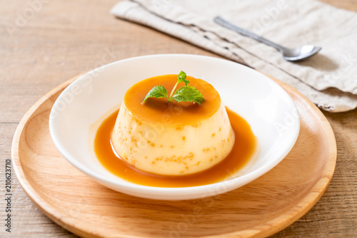 homemade caramel custard pudding Fototapet