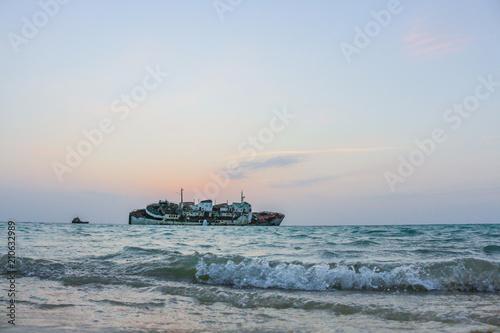 Deurstickers Schipbreuk wreck ship