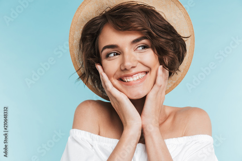 Fotografie, Obraz Close up of a smiling young woman in summer hat