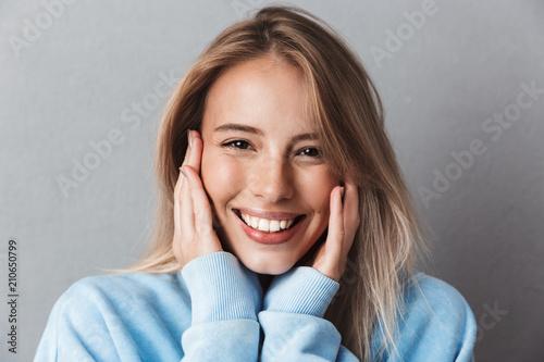 Carta da parati  Close up of a smiling young girl in blue sweatshirt