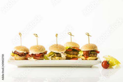 Fotografie, Obraz  Mini Burger auf weissem Hintergrund, Freisteller