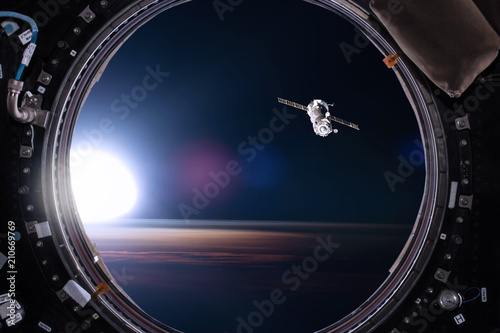 Carta da parati View from a porthole of space station on the Earth background
