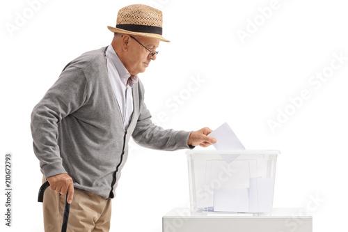 Photographie  Homme mûr, vote