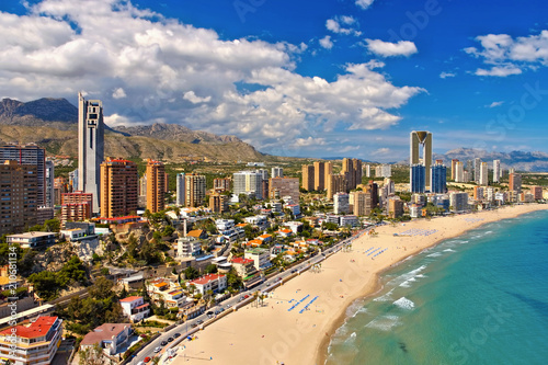 Hochhäuser und Strand in Benidorm, Spanien - waterfront skyscrapers and beach in Benidorm, Spain