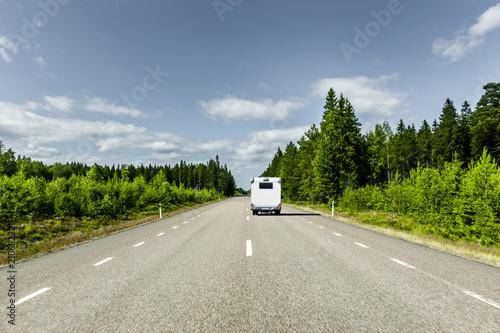 Staande foto Scandinavië Wohnmobil in Skandinavien