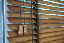 Wood Blind Shade Curtain And S...