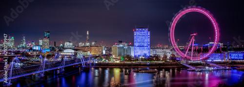 Foto auf Leinwand London A Thames Vista