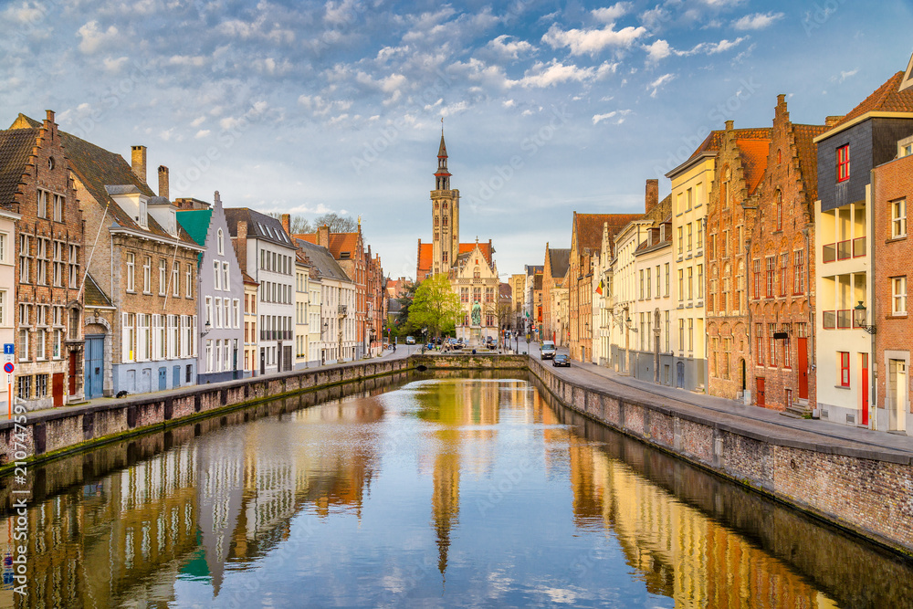 Fototapety, obrazy: Spiegelrei canal at sunrise, Brugge, Flanders, Belgium
