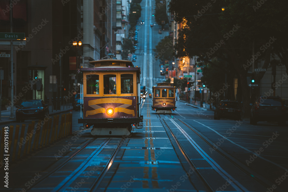 Fototapeta San Francisco Cable Cars at twilight, California, USA
