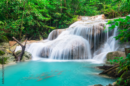 Montage in der Fensternische Wasserfalle Waterfall at Erawan National Park, Thailand