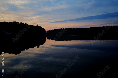 Αφίσα  The early morning twilight sky reflects upon the calm water at Lake Johnson Park