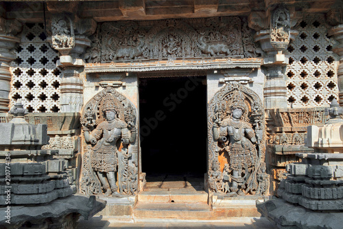 Dwaraplas at the Shantaleswara shrine, Hoysaleshvara Temple, Halebid, Karnataka, Poster Mural XXL