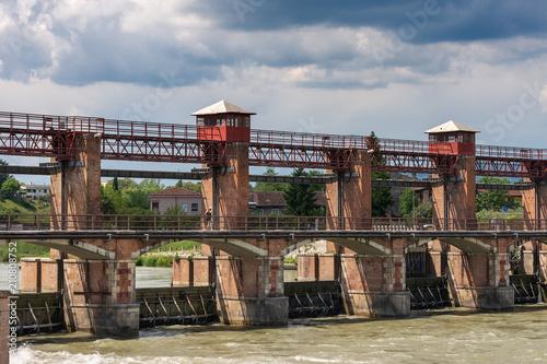 Staande foto Dam Old Dam on the Adige River - Chievo Verona