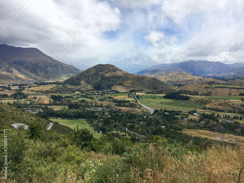 Tuinposter Wit Rural New Zealand Farmland Landscape in the Countryside