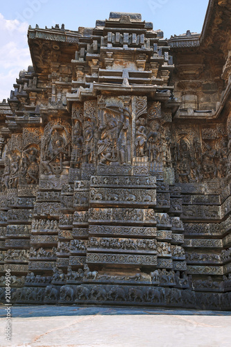 Staande foto Bedehuis Facade and ornate wall panel relief of the west side, Hoysaleshwara temple, Halebidu, Karnataka, India