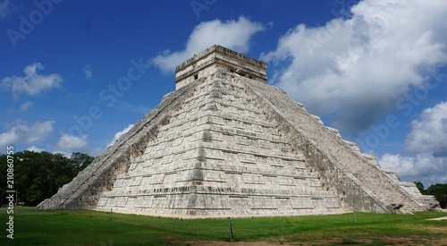 In de dag Mexico Pirámide de Kukulcán en Chichén Itzá
