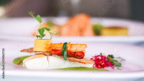 W restauracji dla smakoszy serwowane są wyśmienite dania kuchni Michelin