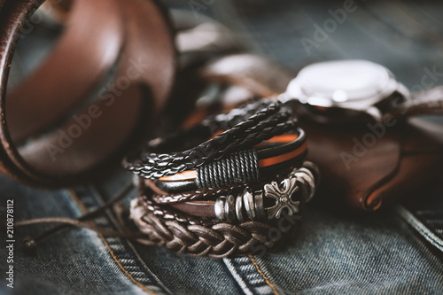 Pinturas sobre lienzo  leather bracelets for men