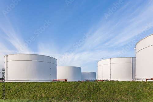 Photo white tanks for petrol and oil in tank farm