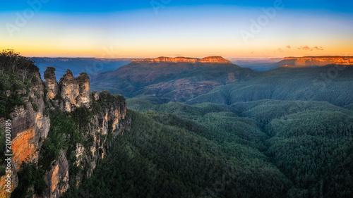 Obraz na płótnie Three Sisters Sunrise View w Blue Mountains, Australia