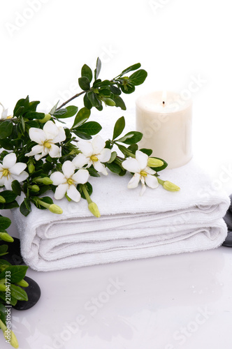 Keuken foto achterwand Spa towel and candle and gardenia with black pebbles