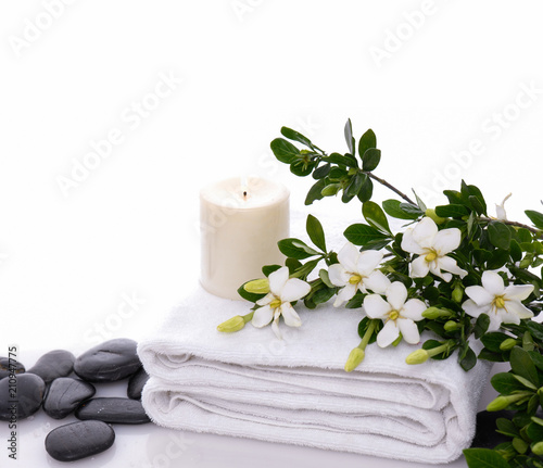 Foto op Canvas Spa Rolled towel and candle and gardenia on white pebbles