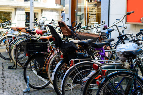 Photo  Bicycles parked on the city street on sunny day in Amsterdam, Th