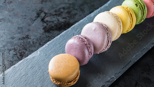 In de dag Macarons French macarons on slate background