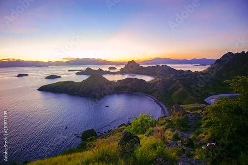 Foto op Plexiglas Eiland Panoramic view of majestic Padar Island during magnificent sunset. Soft focus and Noise slightly appear due to high iso.