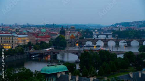 Plakat Praskie wieczorne widoki miasta.