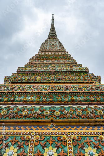 Staande foto Bedehuis Traditionally decorated colorful Thai pagoda temple, Wat Pho, Bangkok, Thailand