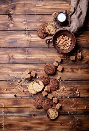 Tuinposter Koekjes Granola served with fudge and cookies