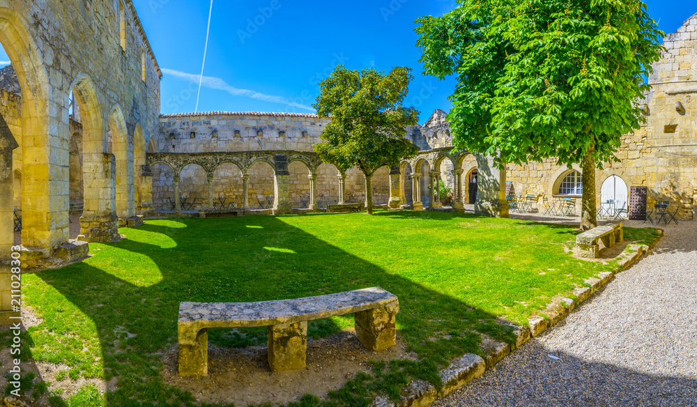 Fototapety, obrazy: Cloister Les Cordeliers in Saint Emilion, France