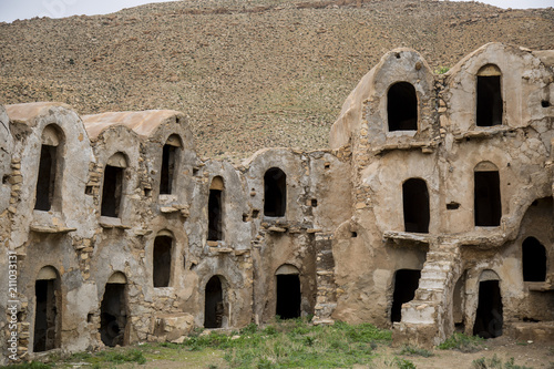Foto op Aluminium Oude gebouw Ksar Ouled Soltane is a fortified granary, or ksar, located in southern Tunisia. The ksar is spread out over two courtyards, each of which has a perimeter of multi-story vaulted granary cellars