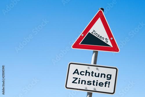 Fotografía  Zinsen fallen Achtung Zinstief!