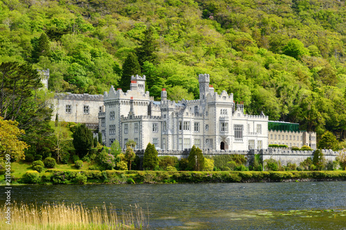 Photo Kylemore Abbey, a Benedictine monastery founded on the grounds of Kylemore Castl