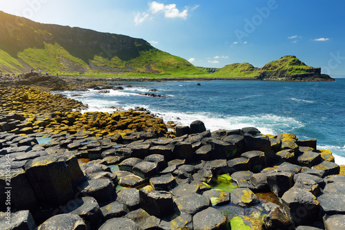 In de dag Noord Europa Giants Causeway, an area of hexagonal basalt stones, created by ancient volcanic fissure eruption, County Antrim, Northern Ireland.