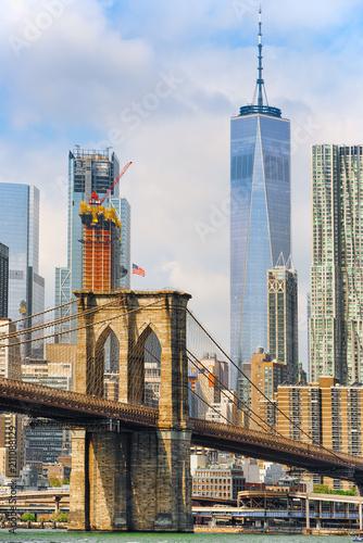 Fotobehang Brooklyn Bridge Suspension Brooklyn Bridge across Lower Manhattan and Brooklyn. New York, USA.