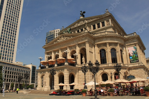 In de dag Theater Alte Oper und Opernplatz in Frankfurt am Main