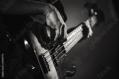 Fotografia, Obraz Electric bass guitar player hands, live music