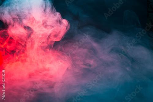 kolorowy-dym-na-czarnym-tla-zblizeniu