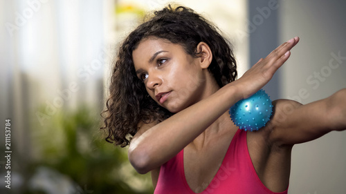 Fotografía  Attractive woman using massaging ball, muscles relaxation, blood circulation
