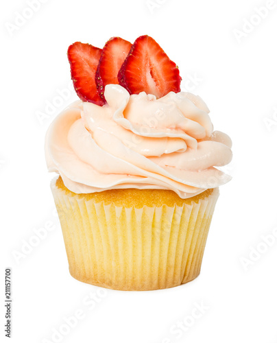 Photo  Cupcake with fresh strawberries isolated on white