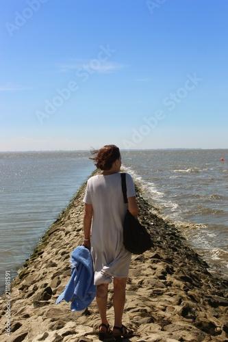 Deurstickers Noordzee Frau am Wattenmeer