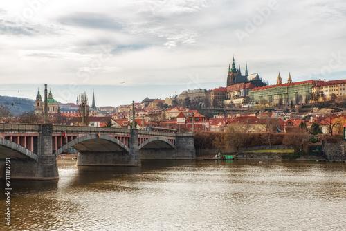 Staande foto Praag Prague castle seen from the Mánes Bridge